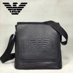 Emporio Armani-003 摔紋牛皮壓logo男士翻蓋單肩斜挎包 配有防塵袋