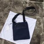 Calvin Klein-014 新品 男士防水尼龍布斜挎包輕便百搭款內裏多隔層間單實用深藍
