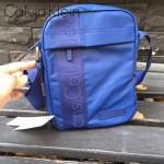 Calvin Klein-004 新款男士寶藍色防水面料豎款小號單肩斜挎包