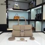 Delvaux-18-4 名媛必備brillant淺灰色原版粒面牛皮橫款大號手袋