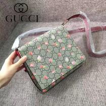GUCCI 410815-3 少女心爆表草莓印花PVC配原版皮單肩斜挎包