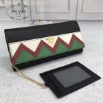 Prada-1MH132-3 皮革翻蓋彩色希臘波浪圖案鍍金金屬配件金屬字母按扣開合錢夾