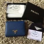PRADA 1M0176-14 人氣經典款女士原單寶藍色十字紋短款三折錢包