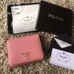 PRADA 1M0176-11 人氣經典款女士原單粉色十字紋短款三折錢包