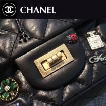 CHANEL-031 限量款徽章包超限量lucky charm徽章小號舊金鏈條單肩斜挎包