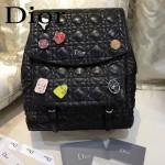 DIOR-0011-2 趣味百搭新款徽章裝飾黑色原版羊皮大號雙肩包書包