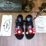 PRADA鞋子-002-2 普拉達最新款花卉系列原版牛漆皮平底涼鞋
