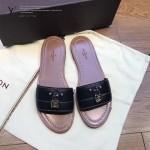LV鞋子-001-2 路易威登春夏新款經典款鎖頭裝飾平底拖鞋一字拖