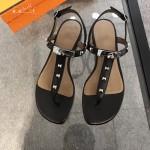 HERMES鞋子-003-6 專屬配長裙款專櫃鉚釘設計飾釦平底夾趾涼鞋