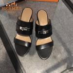 HERMES鞋子-002-2 專櫃新品進口牛皮搭配專櫃飾釦坡跟拖鞋