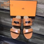 HERMES鞋子-002-4 專櫃新品進口牛皮搭配專櫃飾釦坡跟拖鞋