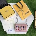 FENDI 3346 夏季新款粉色原版小牛皮搭配彩色亞克力鉚釘單肩斜挎包晚宴包