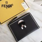 FENDI 0363-18 高檔新品老佛爺公仔造型原單小牛皮鉚釘設計休閒手拿包