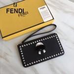 FENDI 151 實用百搭老佛爺公仔造型黑色原版牛皮鉚釘設計拉鏈手拿包手拎包