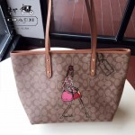 COACH-F57542-2 新款pvc印花材質隨性百搭時尚卡通塗鴉女孩購物袋
