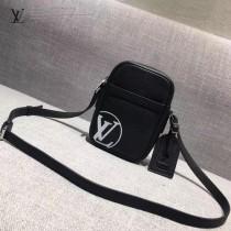 LV M41805-2 時尚新款LV+Supreme合作款黑色原版皮小號單肩斜挎包
