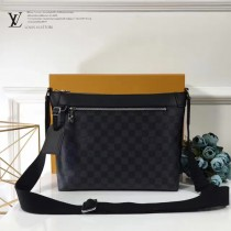 LV-N40003 MICK小號手袋精巧配有可調節織物肩帶男士休閒斜挎包