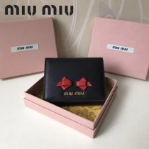 MIUMIU 5MH016-4 潮流新款蝴蝶結黑色原版平紋牛皮8個卡位短款三折錢包