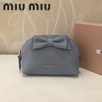 MIUMIU 5ND009 輕便實用蝴蝶結藍色原版馬德拉斯山羊皮大號收納包化妝包