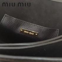 MIUMIU 5BH609-4 雙層進口原版山羊紋磁釦開合翻蓋手工鑲嵌搭扣之上艷麗施華洛世奇寶石磨砂真皮內襯斜挎包