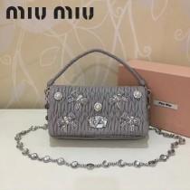 MIUMIU 5BD417-2 頂級進口細膩綿羊皮甜美鑲鑽蝴蝶結珍珠配飾蝴蝶珍珠款手提單肩斜挎包