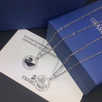 SWAROVSKI-005 鏤空小天鵝圓墜鑲嵌進口奧地利水晶亞金電鍍18K金時尚百搭黑白鑽小天鵝圓牌項鏈