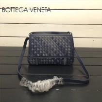 BV 168060-11 簡約休閒幻彩藍色編織羊皮雙面隔層單肩斜挎包