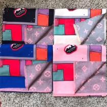 LV特價圍巾-121-4 新款徽章設計雙面用羊絨混紡圍巾