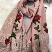 D&G圍巾-01-2 杜嘉班納巴黎走秀系列玫瑰花刺繡羊毛長款圍巾
