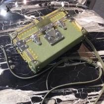 LV M94219-6 時裝走款秀PETITE MALL原單金色刺繡加珠片設計盒子包