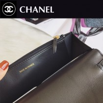 CHANEL 88624-02 香奈兒時尚新款經典穿皮五金拼接珍珠水晶粒 超柔軟皮質翻蓋小挎包