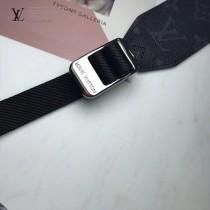 LV-M43859 路易威登新款時尚原單MESSENGER出自男裝藝術總監Kim Jones之手的新款Messenger小號郵差包