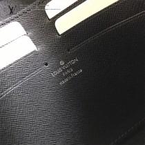 LV-M63039 路易威登新款時尚2018春夏時裝秀的Split系列POCHETTE VOYAGE中號手袋