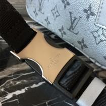 LV-M43825 路易威登新款時尚原單LU春夏秀款男女同款銀色斜挎胸包