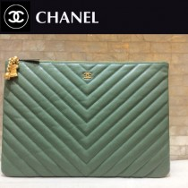 CHANEL-82544 香奈兒經典新款進口黑色小球紋牛皮V紋手拿包