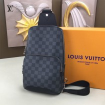 LV-N41719-01 路易威登新款原版皮Avenue黑格胸包
