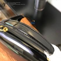 LV-M53355-02  路易威登專櫃同步原版皮系列女款手提斜背包