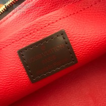 LV-N47516  路易威登新款咖啡格原版皮小號手包化妝包