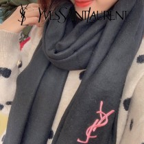 YSL聖羅蘭 羊毛圍巾  手感非常柔軟  奢華有質感!這款圍巾質地柔軟而溫暖,經典而永不過時  細膩柔軟上身效果都百搭