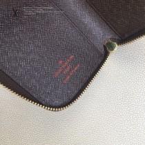 LV-M58106-03   路易威登原版皮多功能雙拉鑰匙包
