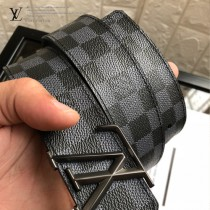 lv 字母扣腰帶采用雙面設計-001