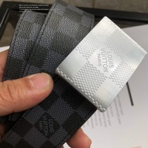 lv 此款腰帶采用雙面設計-004