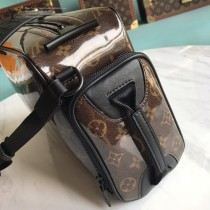 M43884-01 相機包 既可斜挎 亦可模仿秀場中的手提造型