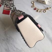 M50282黑釘 原單TWlST 手袋23CM配色EPI皮革設計出這款清新而富法式風情的Twist手袋