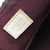 M44359原版皮 拉鏈Tote手袋采用柔軟的Monogram帆布打造