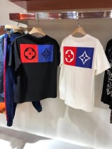 業內獨家LoXis VuitXon真品好看的T恤衫之壹上身暴帥款男女情侶款logo壓膠