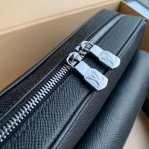 M30233黑  原版皮 LU OUTDOOR 郵差包