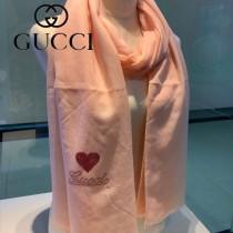 GUCCI新款羊絨圍巾 面料采用百分之90羊絨百分之10羊毛