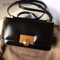 6684-03 款 mini平紋box金屬復古扣斜背包