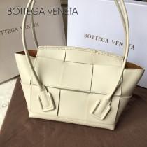 BV 9876 款Bottega Veneta 小號耳朵Arco 購物袋